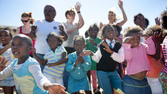 Jijmaghetzeggen#4: De (on)zin van vrijwilligerswerk in het buitenland